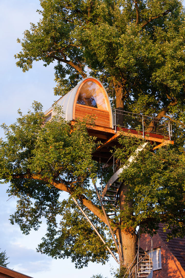 modern-tree-house-in-town (2)