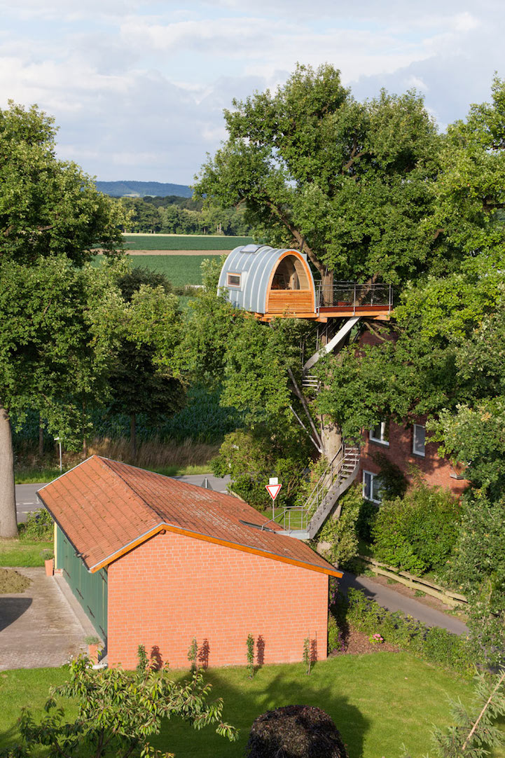modern-tree-house-in-town (8)