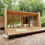 แบบบ้านไม้สไตล์โมเดิร์นกลางป่า โดดเด่นด้วยรูปทรงอันทันสมัย รายล้อมด้วยบรรยากาศธรรมชาติแสนสงบ