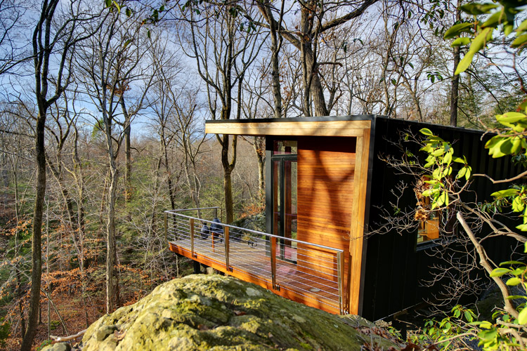 modern-wooden-house-with-outstanding-porch (3)