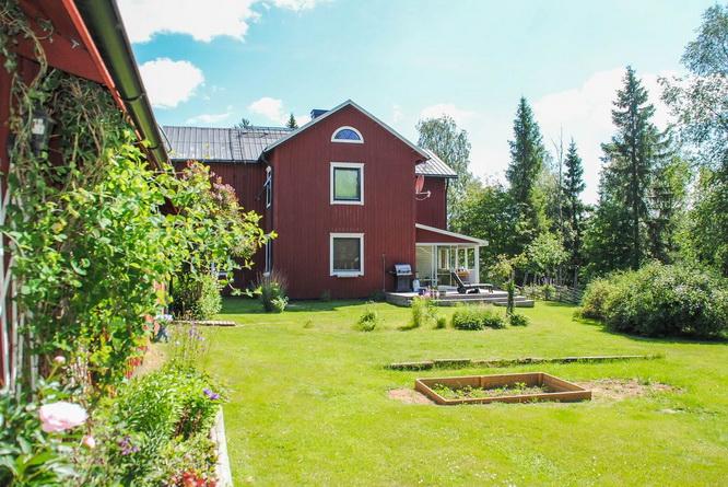 red-modern-farm-house (26)