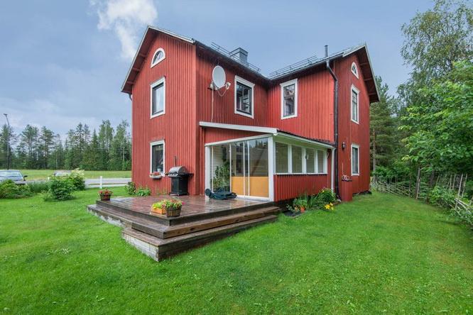 red-modern-farm-house (3)