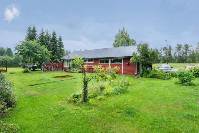 red-modern-farm-house (4)