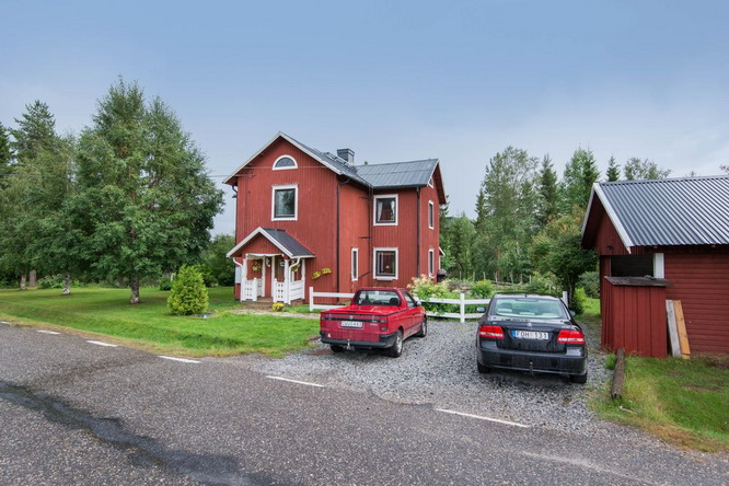 red-modern-farm-house (6)