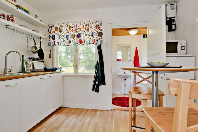 red-summer-style-cottage-in-wood (2)