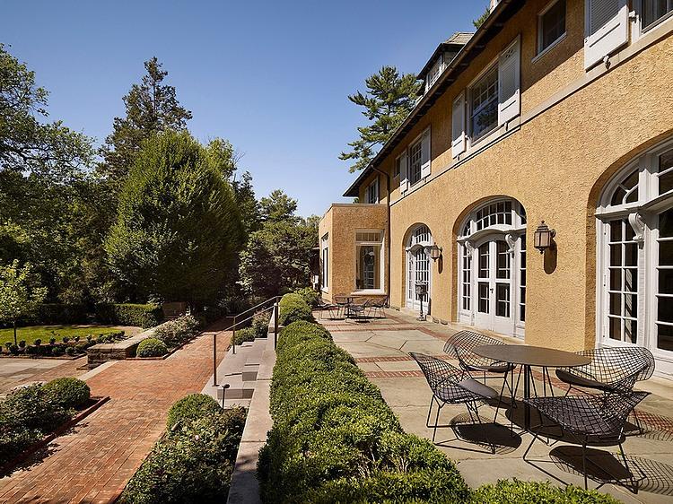 renovated-contemporary-suburban-house (18)