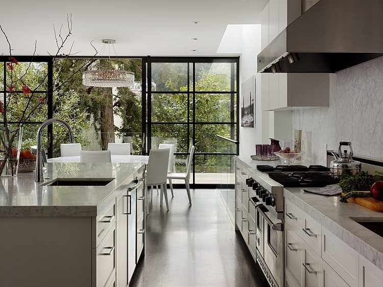 renovated-modern-glass-house-in-city (10)