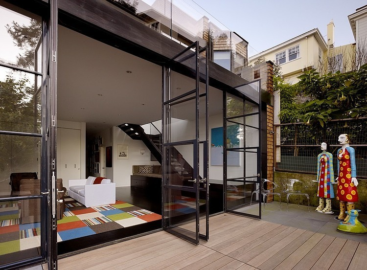 renovated-modern-glass-house-in-city (2)