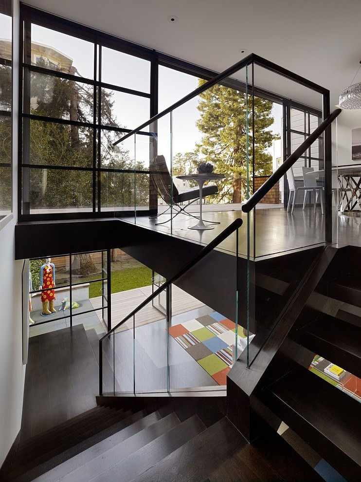 renovated-modern-glass-house-in-city (5)