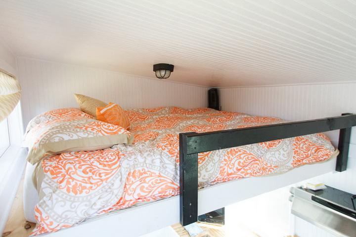 tiny-cabin-compact-loft-house (5)