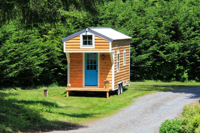 tiny-movable-wooden-house (1)