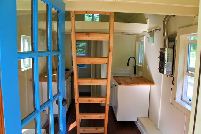 tiny-movable-wooden-house (2)