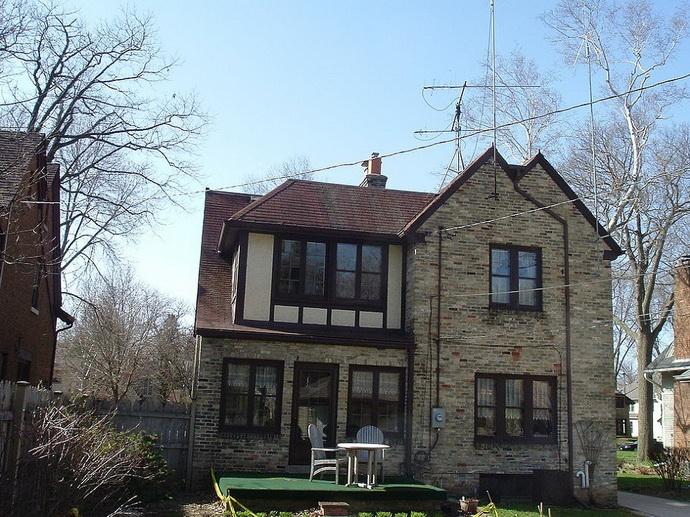 tudor-patio-house (2)