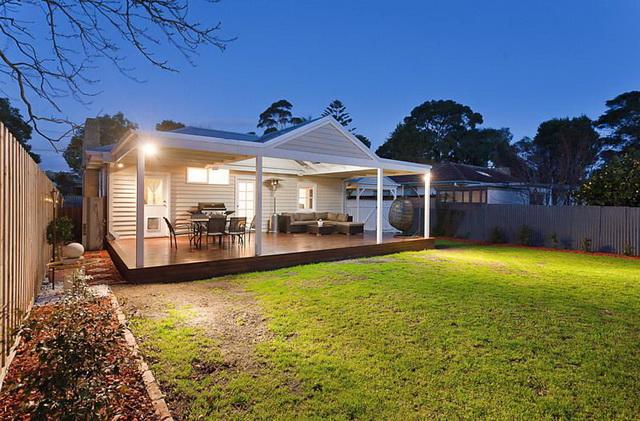 white-contemporary-cabin-cottage (14)