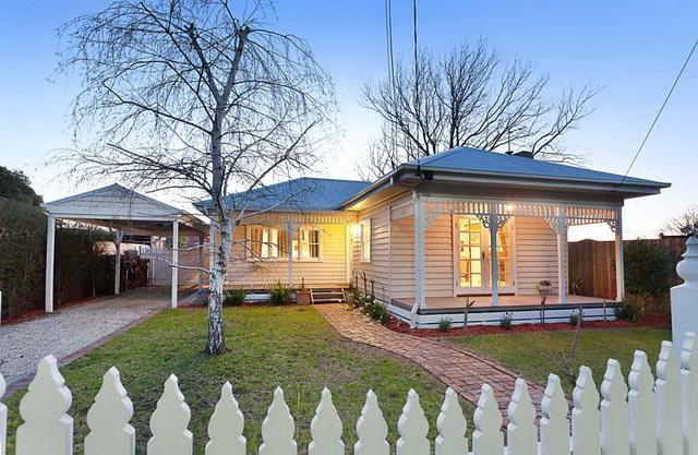 white-contemporary-cabin-cottage (17)