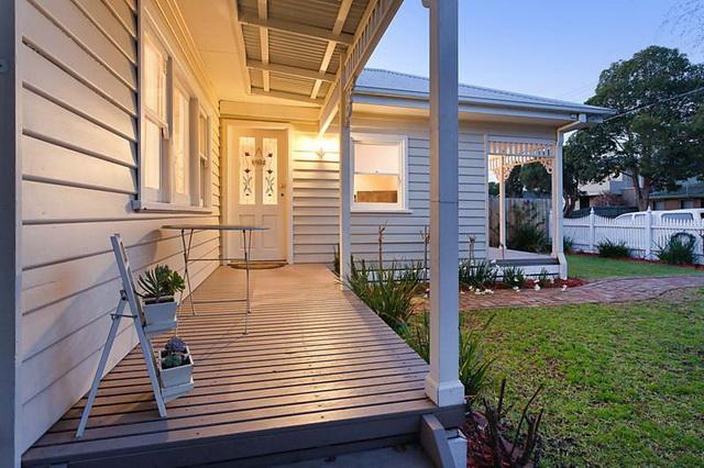 white-contemporary-cabin-cottage (2)