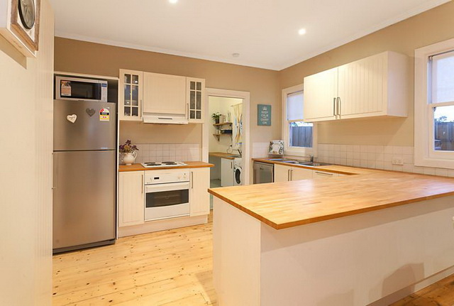 white-contemporary-cabin-cottage (6)