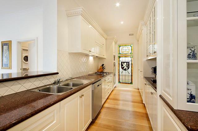 white-contemporary-elegant-house (6)