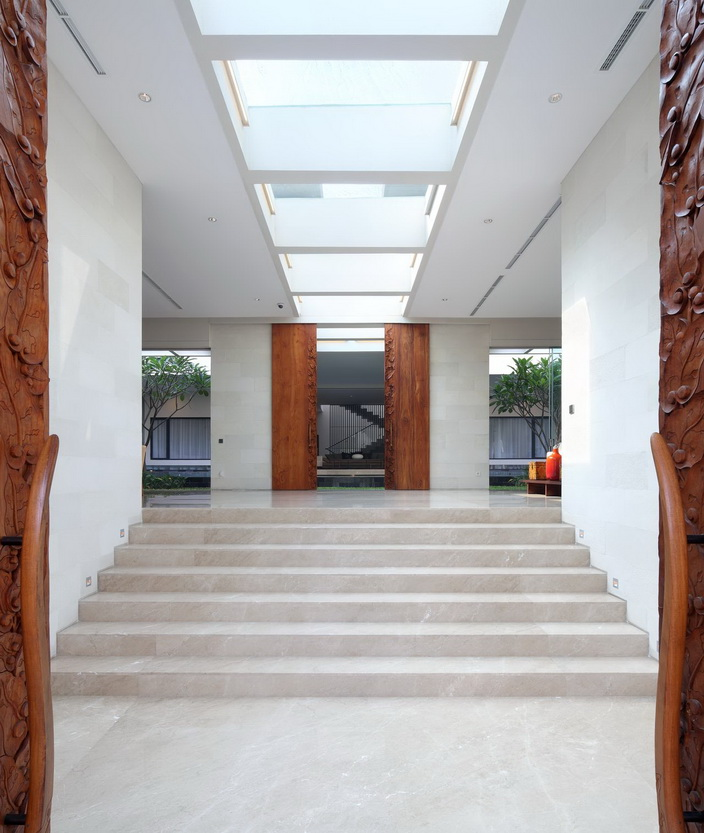 white-elegant-modern-house (10)_resize