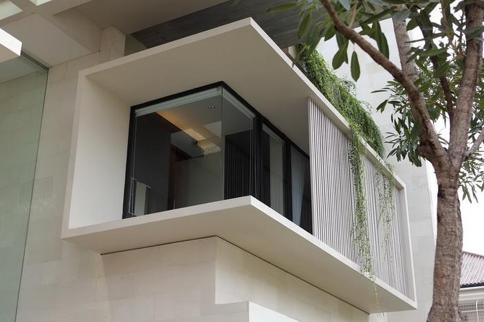 white-elegant-modern-house (24)_resize