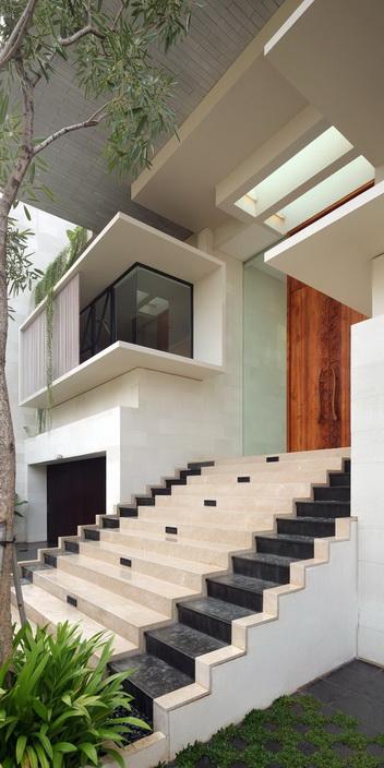 white-elegant-modern-house (8)_resize