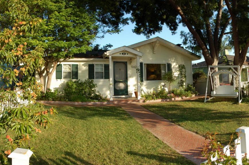 white-single-family-house (2)