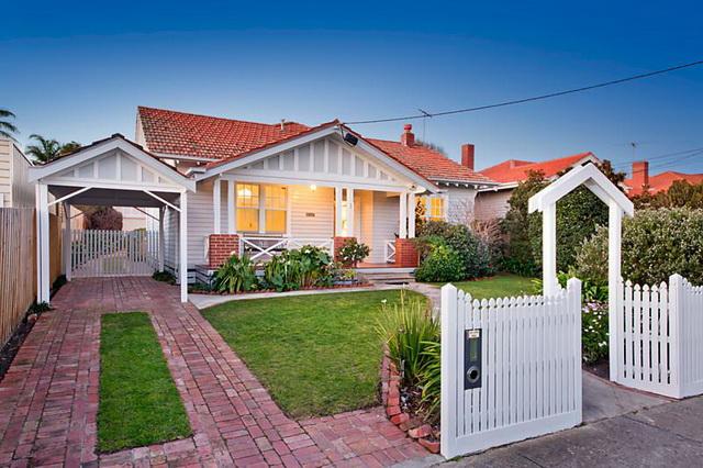 white-wooden-family-house (1)