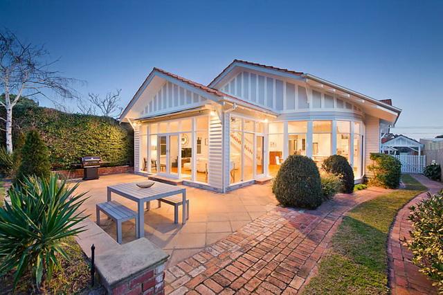 white-wooden-family-house (2)