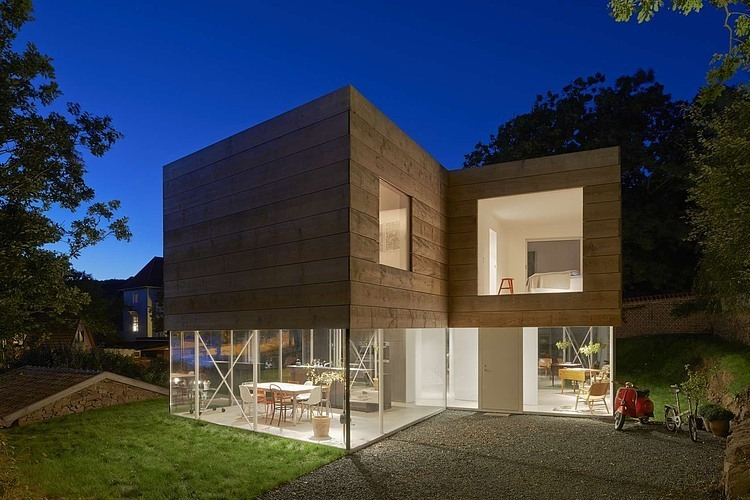 wooden-and-glass-modern-house (11)