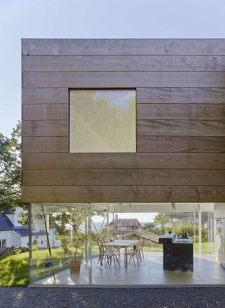 wooden-and-glass-modern-house (5)