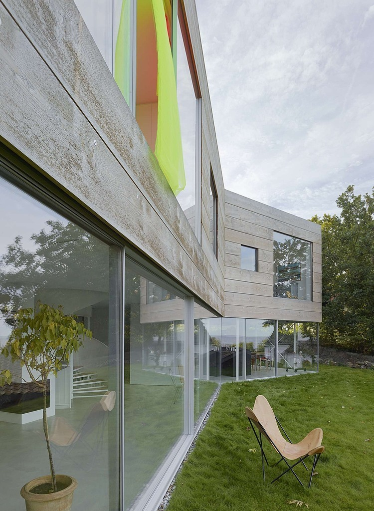 wooden-and-glass-modern-house (6)