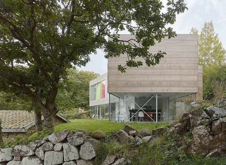 wooden-and-glass-modern-house (7)