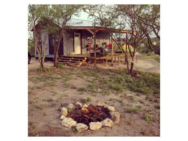 wooden-classic-cottage-with-patio-and-fire-camp (6)