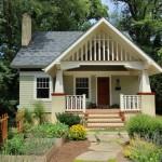 บ้านไม้คอทเทจ ขนาดเล็กกระทัดรัด ตกแต่งภายในอย่างอบอุ่นเป็นกันเอง