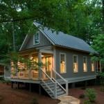 บ้านไม้คอทเทจกลางป่า ออกแบบได้บรรยากาศคันทีพร้อมความร่มรื่นของธรรมชาติ