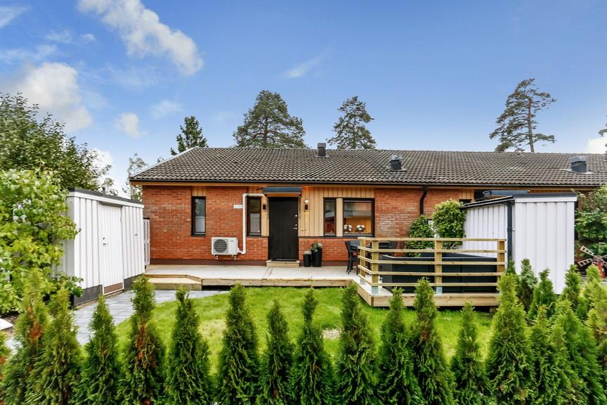 1 story brick contemporary house (1)