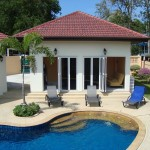 บ้านวิลล่าขนาดชั้นเดียว ออกแบบอย่างเรียบหรู พร้อมสระว่ายน้ำในตัว