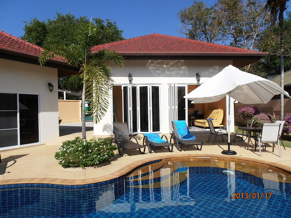 1 story plain villa house with pool (2)