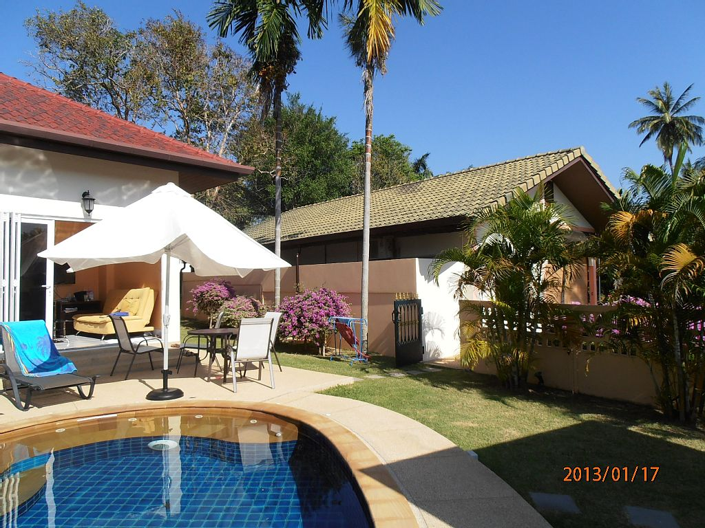 1 story plain villa house with pool (4)