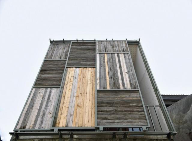 2-storey-wooden-concrete-gray-townhome (18)