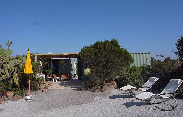 22-most-beautiful-house-from-shipping-container (129)