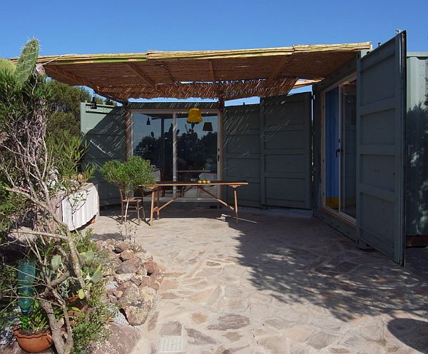 22-most-beautiful-house-from-shipping-container (130)