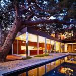 บ้านสองชั้นสไตล์โมเดิร์นพร้อมสระว่ายน้ำ อบอุ่นที่ภายใน ร่มรื่นที่ภายนอก