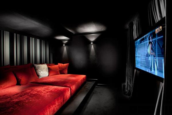 41 Sensational interiors showcasing black painted walls (13)