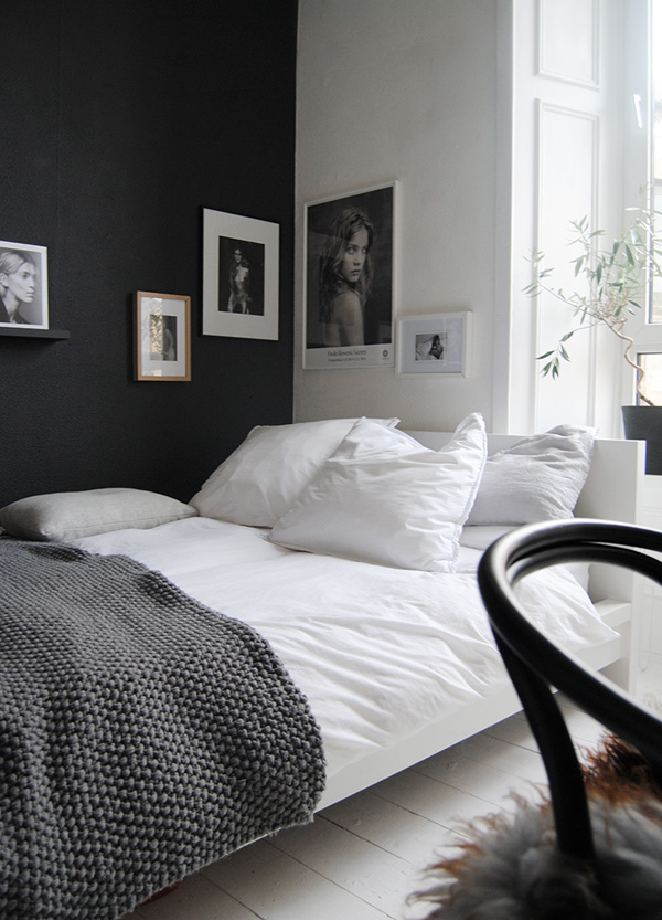 41 Sensational interiors showcasing black painted walls (32)