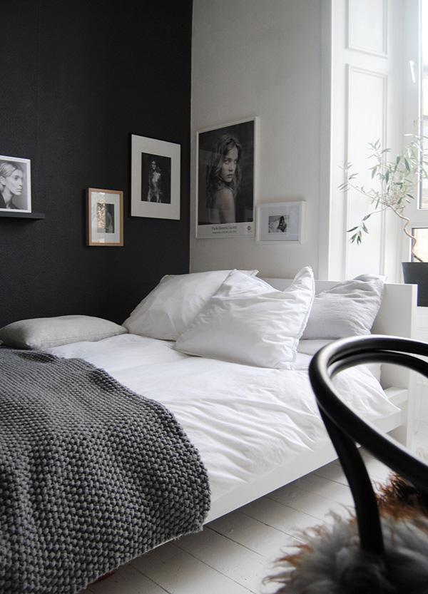 41 Sensational interiors showcasing black painted walls (32)