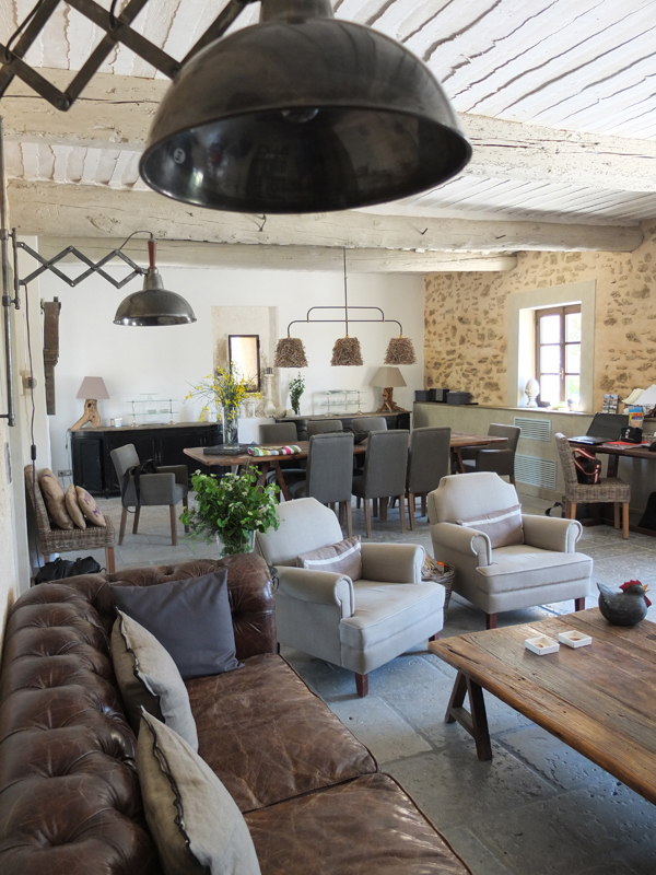 50-industrial-style-living-room-decorations (9)
