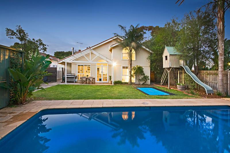 Californian poolside bungalow  (2)