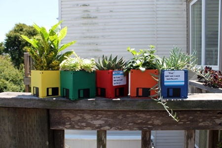 DIY flower pot from floppy disk (7)