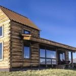 บ้านไม้กลางทุ่งกว้าง สัมผัสกับความสันโดษ ท่ามกลางความยิ่งใหญ่ของธรรมชาติ